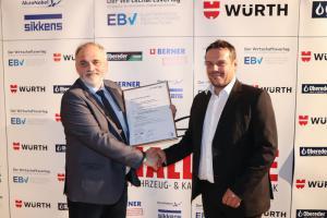 Vlnr.: BD OSR Markus Fuchs und Daniel Kapeller – Vertriebsleiter AkzoNobel